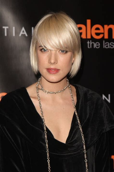 hairstyle to show cheekbones agyness deyn short hairstyles cute short bob with thick