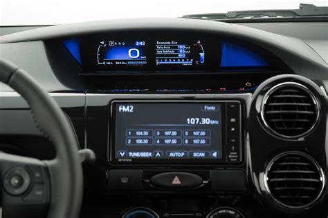 2016 Toyota Etios Valco1 2 E M T toyota etios ganha motores mais fortes painel digital e