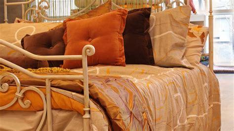 cojines cama decorar cama con cojines inocencia creaciones hermosos