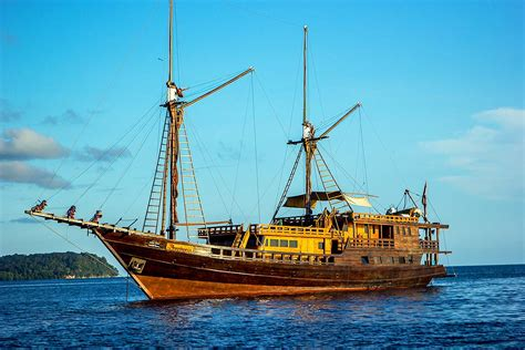 dive raja at liveaboard euphoria liveaboard indonesia scuba diving packages