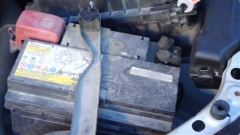 Battery For Toyota Yaris 2010 How To Replace Battery On 2003 2009 Toyota Avensis