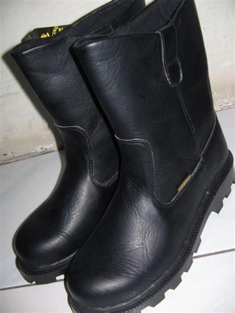Sepatu Safety Perusahaan sepatu bot proyek 085 257 937 006 grosir sepatu safety