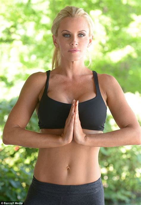 jenny mccarthy not real blonde jenny mccarthy spices up exercise regime in skintight work