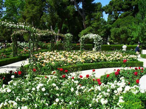 jardines con rosales arte y jardiner 205 a empresa dise 241 o de jardines con rosas