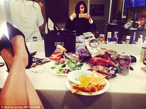 selena gomez bedroom selena gomez indulges on snacks backstage at ellen after