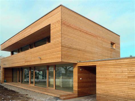fassade holz modern einfamilienhaus modern holzhaus flachdach holzfassade