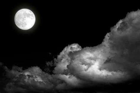 imagenes en oscuras luna llena en una noche gris resnick s city