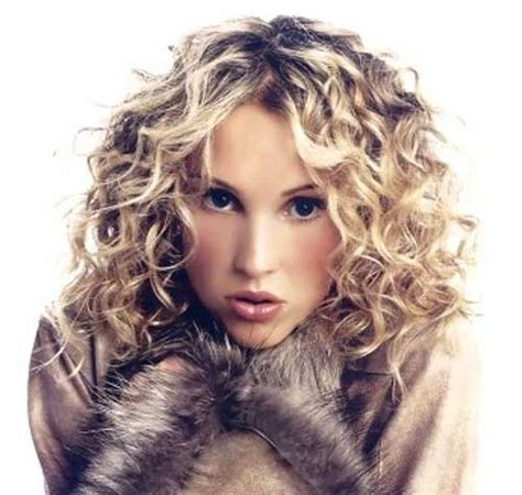 shoulder length blonde curly hair 35 medium length curly hair styles hairstyles haircuts