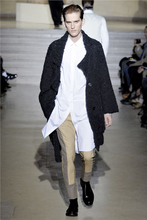 Menswear Chic At Dries Noten Gets A Twist By Wearing The Necktie Like A Harness Its A Snap To Capture The Spirit Without Breaking The Bank Fashiontribes Fashion by Cool Chic Style To Dress Italian Dries Noten Menswear