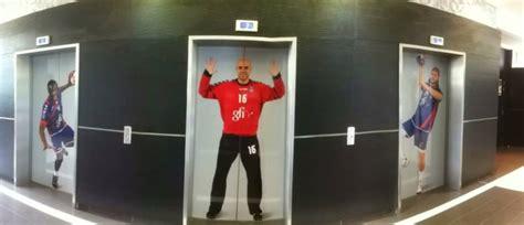 psg recrutement siege les joueurs du psg handball s affichent dans les locaux de