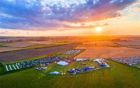 lindisfarne festival  hits   note