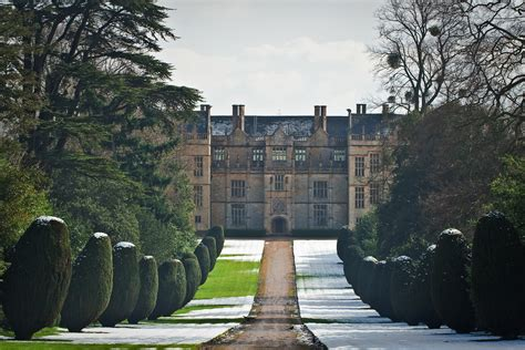 montacute house file montacute house in somerset jpg wikimedia commons