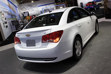 2015 chevy cruze gets new styling and tech 2014 new york 2015 chevy cruze gets new styling and tech 2014 new york