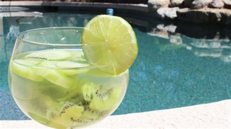 Lime And Kiwi Detox Drink by Top 15 Detox Drinks For A Maximum Weight Loss In The