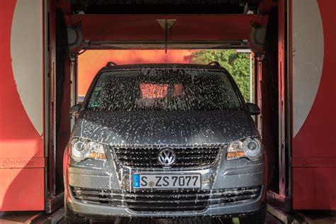come lavare interni auto lavaggio auto come si fa e quanto costa lavare gli