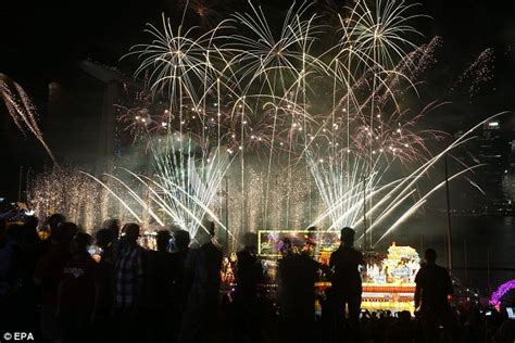 new year at singapore river new year 2016 celebrations get going around the
