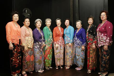 Asal Usul Baju Kebaya Nyonya warisan baju kebaya mimbar kata