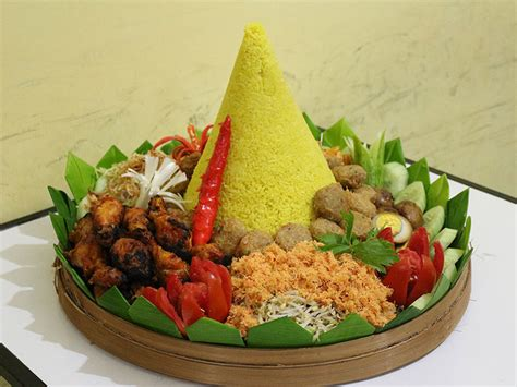 cara membuat nasi kuning lengkap resep membuat nasi tumpeng komplit sederhana lihat resep