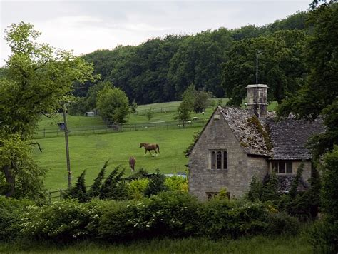 file cotswolds landscape cottage jpg wikimedia commons