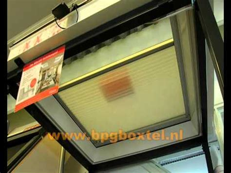 elektrische plisse gordijnen van velux velux plisse gordijn elektrisch bediend youtube