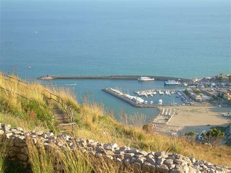 terracina porto file terracina porto jpg wikimedia commons