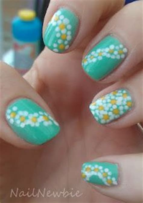 daisy pattern nails daisy chains nails pinterest daisies daisy chain