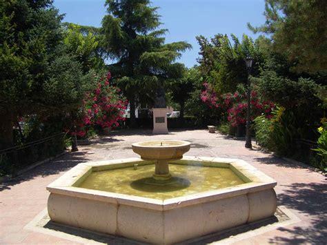 giardino con fontana giardini con fontane view images fontana azalea u rc di