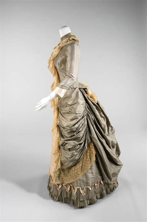 Victorian dress 1880 #historical #costume   Dresses in
