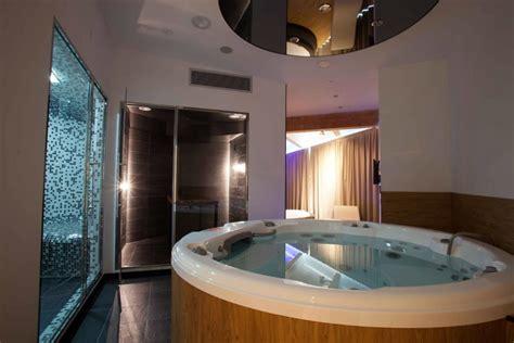 suite lago di garda con idromassaggio in soggiorno con in la scelta giusta 232