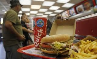 cuisine fran軋ise halal popular fast food chain causes controversy by