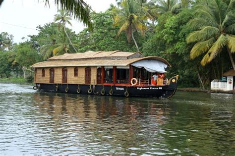 allepey house boat kerala houseboat luxury wash basin area picture of alleppey houseboats day tours