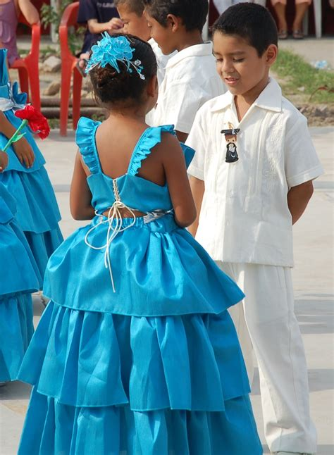 preschool graduation dresses   stand