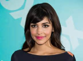 Gift Ideas For Her by Time For Thanks Here S What Hannah Simone Is Thankful For