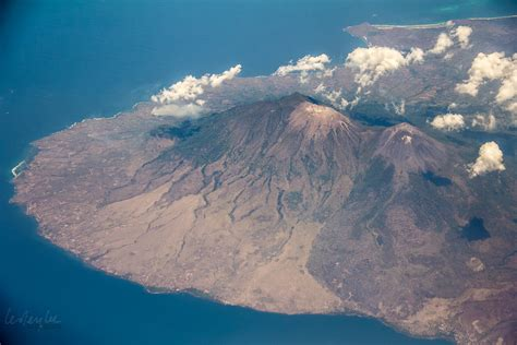emirates volcano bali bali flights to from australia and elsewhere more