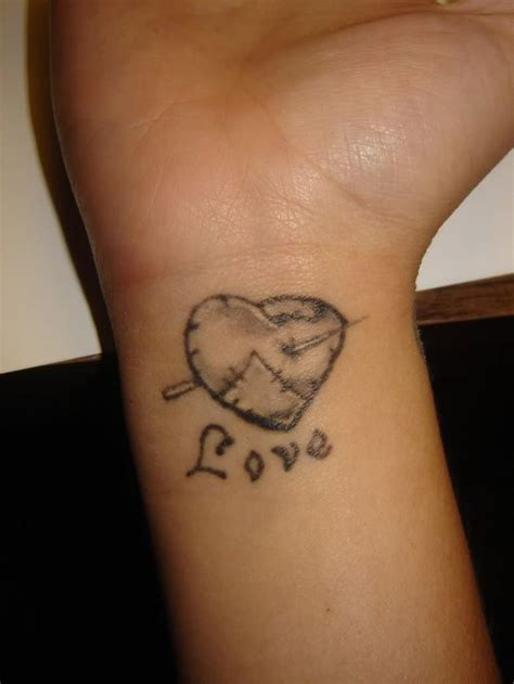love heart tattoo designs for girls 1000 ideas about wrist tattoos on