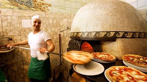 best restaurants in napoli naples italy best pizza places see naples and dine