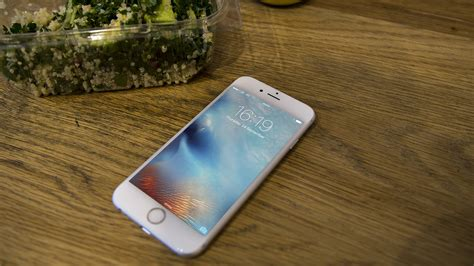 apple iphone 6s review showing its age but still a worthy contender it pro