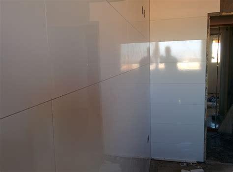 foto azulejo blanco rectificado xcm de cocinas  banos  rosello  habitissimo