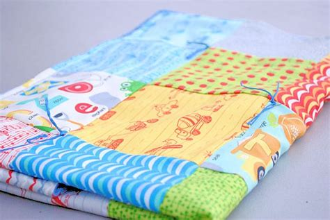 Easy To Make Baby Quilts by Free Quilt Pattern Easy Baby Blanket