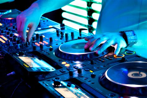 house music 1980s songs the history of djing in music