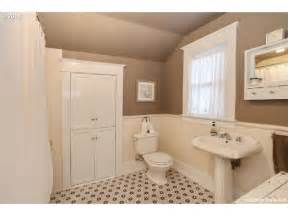Bungalow Bathroom Ideas 86 Best Bungalow Bathrooms Images On Bungalow Bathroom Bathroom And Craftsman Bathroom