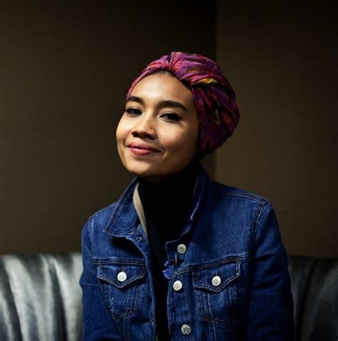 Slavina Jaket Diskon fesyen muslim si popstar yuna zarai foto 3 co id