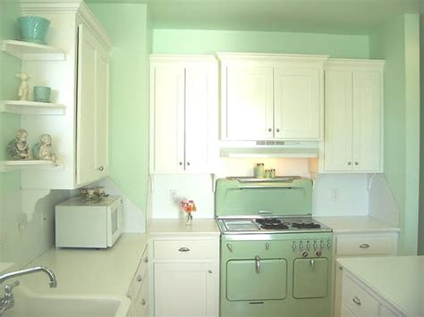 Seafoam Green Kitchen by 20 Retro Kitchens That I Need In My House Mommyish