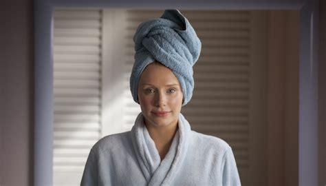 black mirror nosedive cast netflix uk tv review black mirror season 3 episode 1