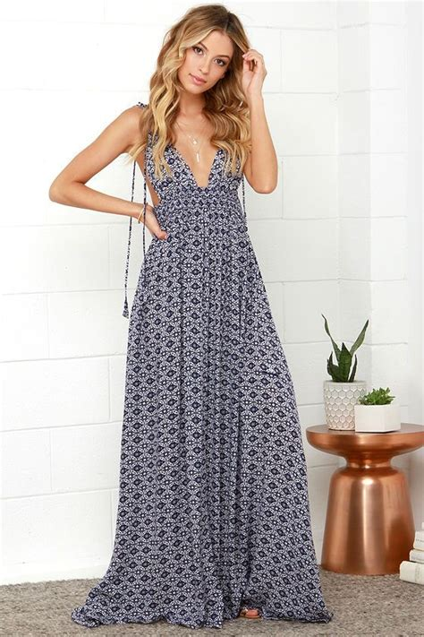 8 Ways To Wear Summer Clothes In Other Seasons by The Right Way To Wear Summer Maxi Dresses Fashionarrow