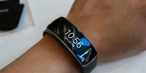 Jam Tangan Smartwatch Samsung samsung masih sendirian kuasai pasar jam tangan pintar merdeka