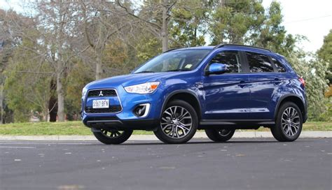 comparison mitsubishi asx ls 5 door wagon vs suzuki