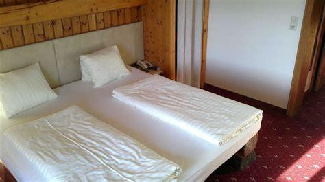 vorhang zubehör schlafzimmer wohnwand mit bett