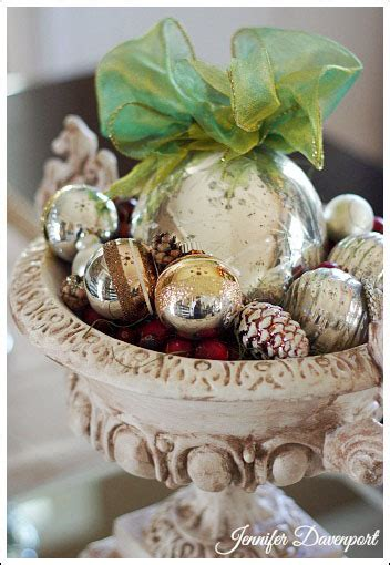 centerpieces with ornaments decorating ideas