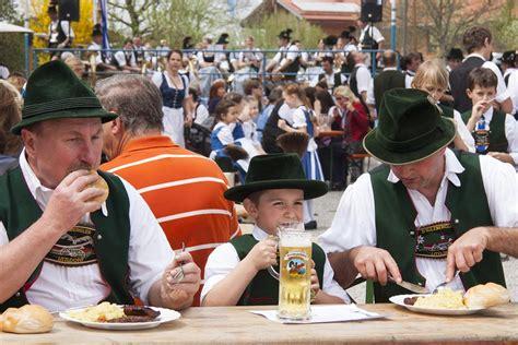 kostenloses foto menschen personen essen bayrisch